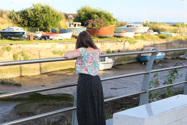 winslow-culottes-looking-at-boats